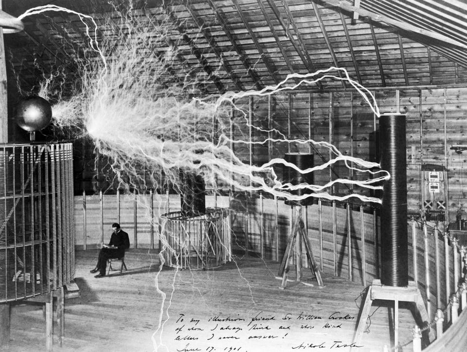 Picture of Nikola Tesla in laboratory