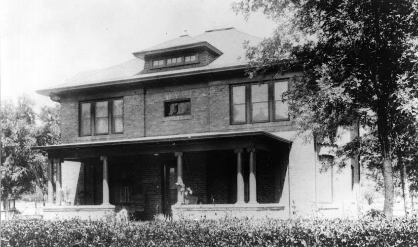Photograph of Historic Presidents Cottage on Arizona State University